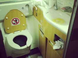air-journal Passenger Shaming les toilettes