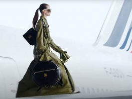 The planes of the airline Air France were at the heart of the presentation of the ready-to-wear collection fall-hi