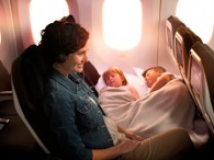air-journal air new zealand b787-9-skycouch-maman-avec-bebe