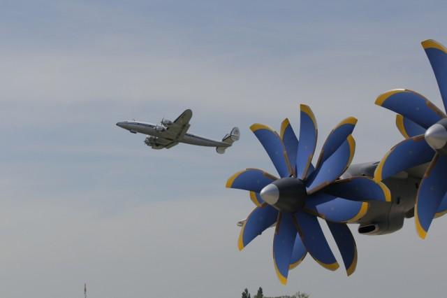 Bourget 2013 : avec Soar, Thales se lance dans le vol suborbital Par Rémy Decourt Air-journal-bourget-2013-3-640x426