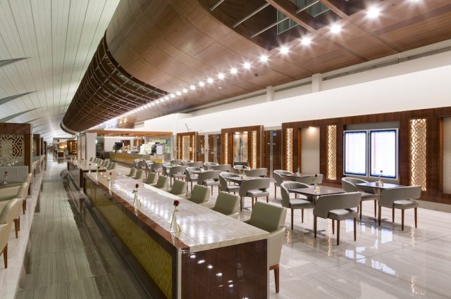 air-journal-emirates-salon-dubai-business-class-lounge-restaurant-buffet