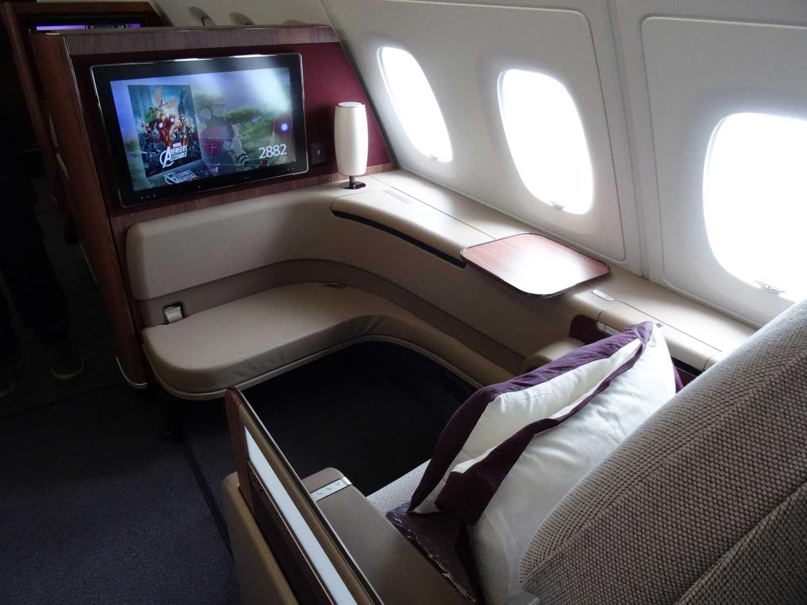 A380 de Qatar Airways  nouvelle trousse Armani en Première   Air Journal 919317f1f17