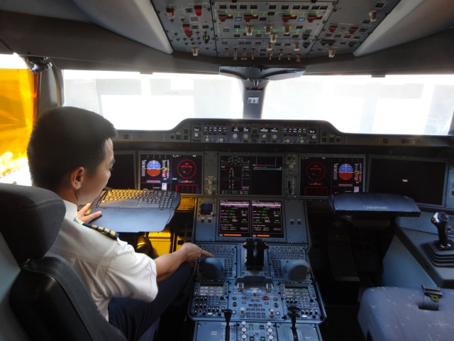 air-journal-vietnam-airlines-pilote-cockpit-airbus-a350