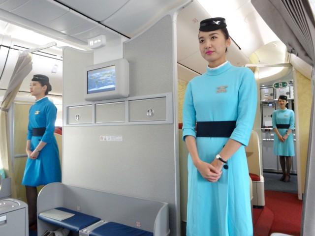 air-journal-xiamen-boeing-787-Dreamliner-hotesses