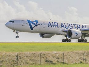 air-journal_air-austral-777-300er-new-close