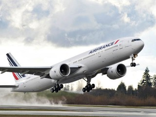 air-journal_Air-France-777-300ER-decollage
