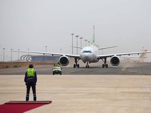 https://www.air-journal.fr/wp-content/uploads/air-journal_Air-Senegal-A330-900-arrivee-Dakar.jpg