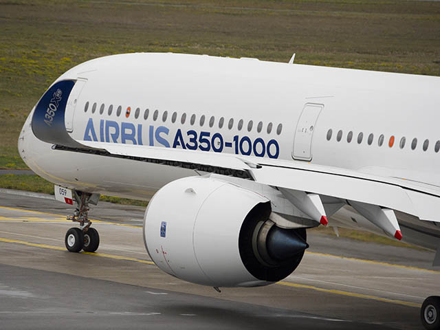 air-journal_Airbus-A350-1000_First_Flight_push_back_and_take_off-087