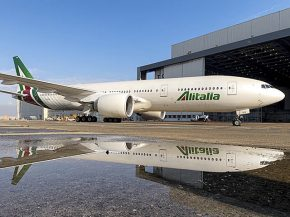 air-journal_alitalia-777-200er-reflet