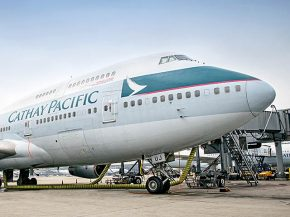 air-journal_cathay-pacific-747-400-b-huj
