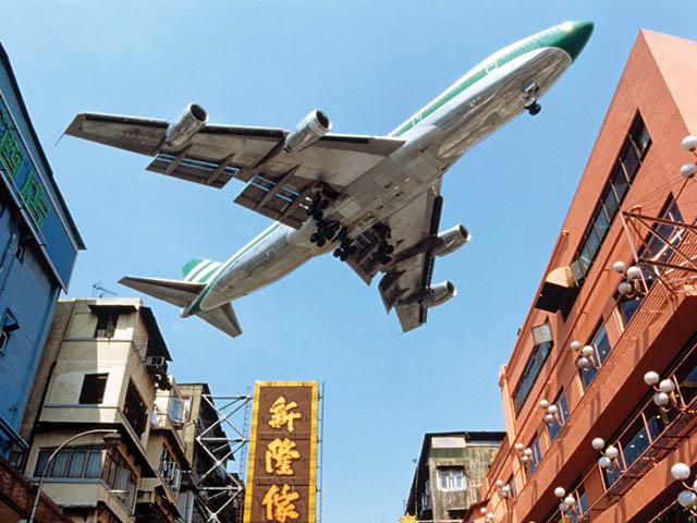 air-journal_cathay-pacific-747-400-hong-kong-approach