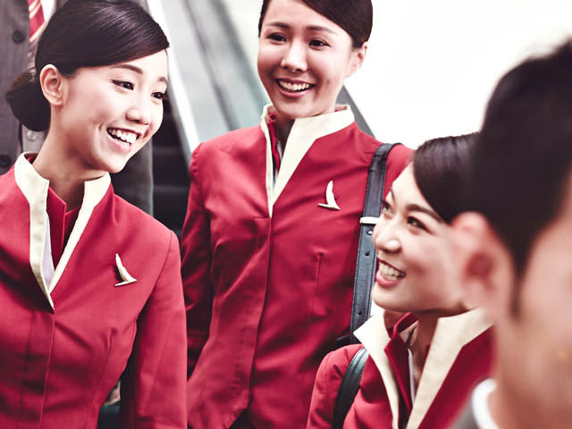 air-journal_Cathay_Pacific_new look crew