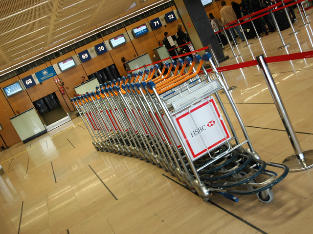 air journal Chariots bagages Orly Taxes d'aéroport et redevances passagers : qui paye quoi ?