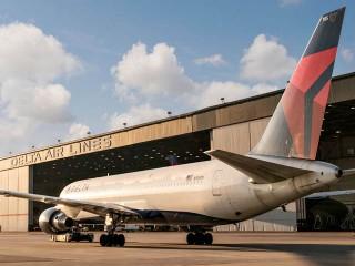 air-journal_Delta 767-300ER hangar