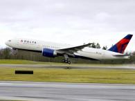 air-journal_Delta 777-200LR takeoff