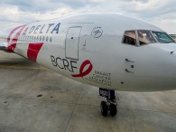 air-journal_Delta-Air-Lines-767-400ER-rose-cancer2
