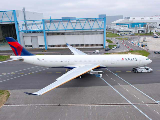 air-journal_Delta_Air_Lines_A330-300_242T_roll_out_painthall_2