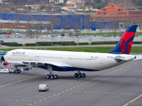 air-journal_Delta_Air_Lines_A330-300_242T_roll_out_painthall_4