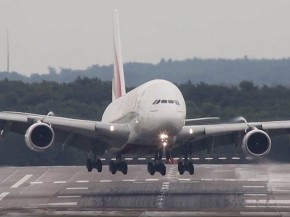 air-journal_Emirates A380 atterrissage
