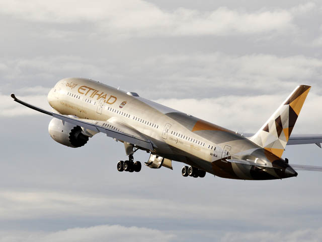 air-journal_Etihad Airways 787-8 takeoff