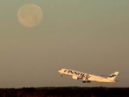 air-journal_Finnair A350-900 moon