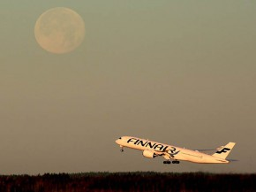 air-journal_Finnair A350-900 moon