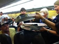 air-journal_Frontier Airlines pizzas