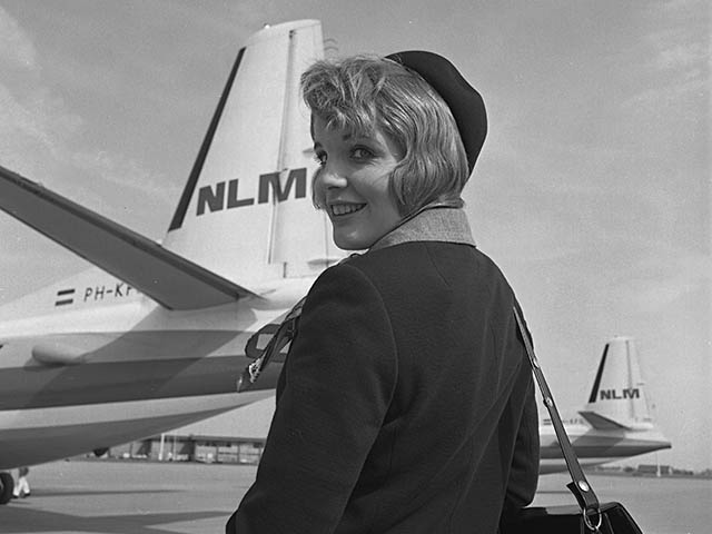 air-journal_klm-cityhopper-1960s-hotesse