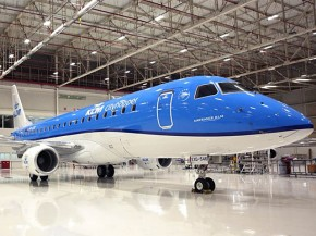 air-journal_KLM E175 hangar