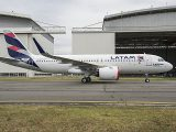 air-journal_LATAM_A320neo_MSN7126_roll_out