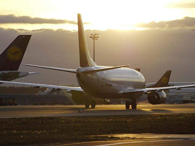 air-journal_Lufthansa-737-300-sunset