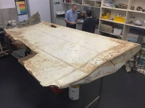 air-journal_mh370-debris-tanzanie-volet
