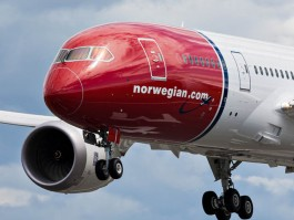 air-journal_Norwegian 787-8 close