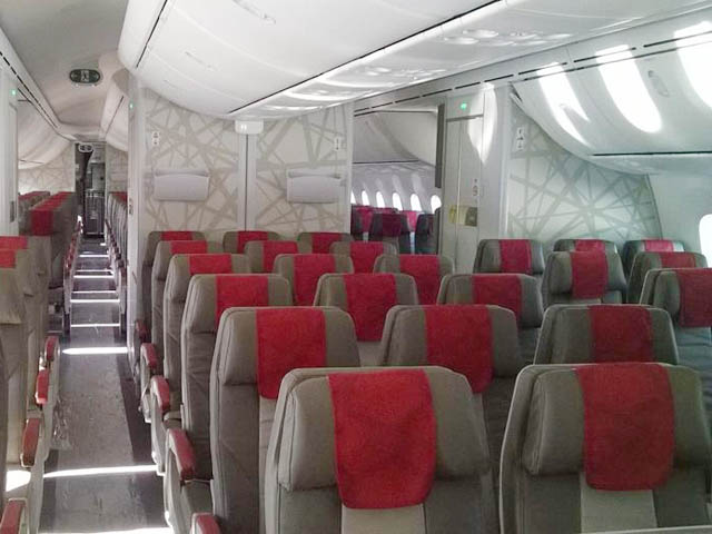 Royal air maroc 747 interieur images for Avion 747 interieur