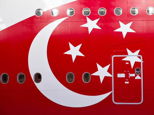 air-journal_Singapore Airlines A380 SG50 close