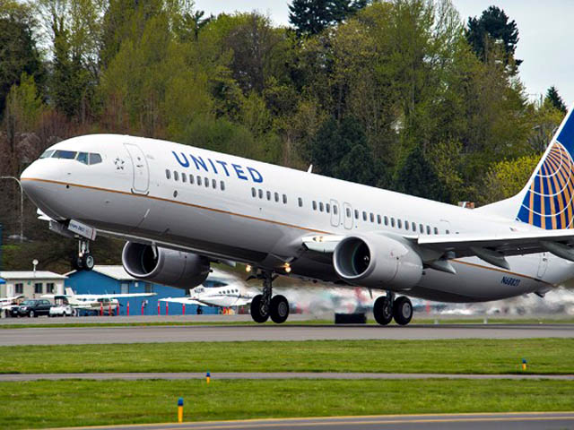 air-journal_United 737-900ER 8000e takeoff
