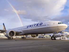 air-journal_united-airlines-777-300er-rainbow