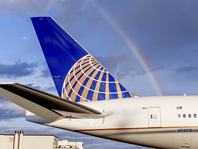 air-journal_United-Airlines-777-300ER-rainbow-close