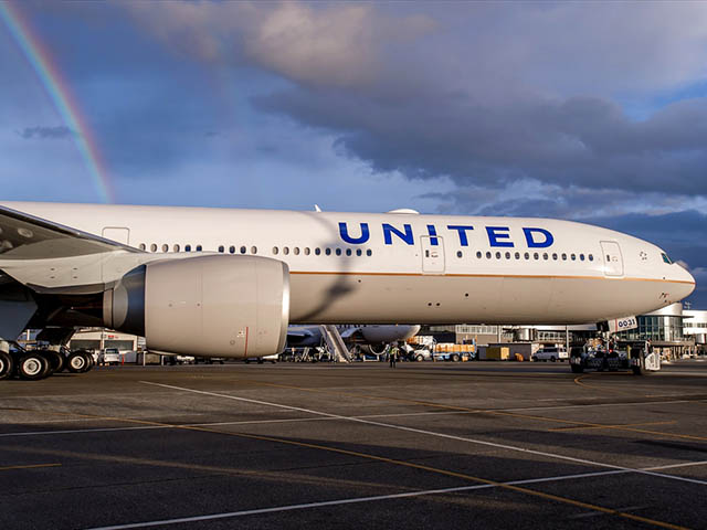 air-journal_united-airlines-777-300er-rainbow-profil