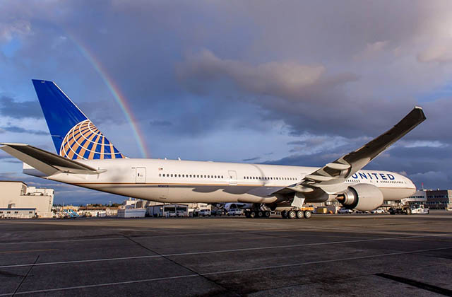 air-journal_united-airlines-777-300er-rainbow-wide