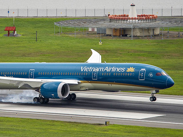 air-journal_Vietnam Airlines 787-9 landing