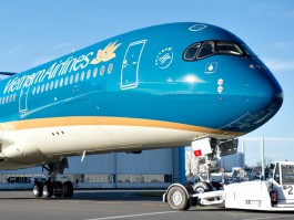 air-journal_Vietnam_Airlines_A350-900_roll_out_paintshop_2