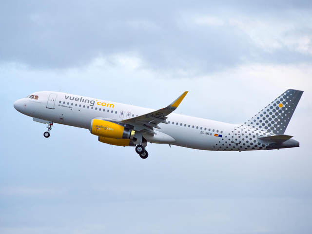 air-journal_Vueling_A320_take_off