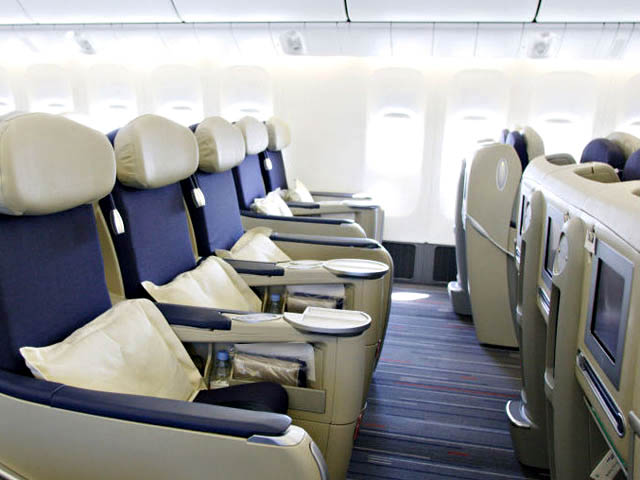 Air france nouveaux boeing 777 300er outremer air journal for Interieur boeing 777 300er air france