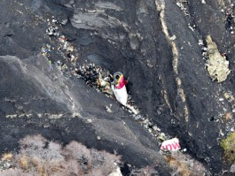 air-journal_crash Germanwings 4U9525 debris2