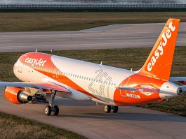 air-journal_easyJet A320 sol 250e