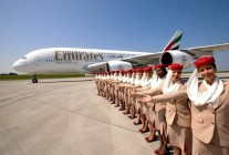 air-journal_emirates A380 hotesses