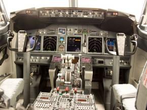 aj_Bourget-2011-cockpit-cabine-B747-800